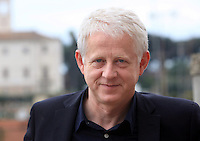 "Il regista inglese Richard Curtis posa durante un photocall per la presentazione del film suo nuovo film ""Questione di tempo"" a Roma, 21 ottobre 2013.<br /> British director Richard Curtis poses during a photocall for the presentation of his new movie ""About Time"" in Rome, 21 October 2013.<br /> UPDATE IMAGES PRESS/Isabella Bonotto"