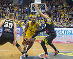 "13.04.2019, EWE Arena, Oldenburg, GER, easy Credit-BBL, EWE Baskets Oldenburg vs medi Bayreuth, im Bild<br /> William""Will"" CUMMINGS (EWE Baskets Oldenburg #3 ) Nick RAIVIO (medi Bayreuth #30 ) Kyan ANDERSON (medi Bayreuth #7 )<br /> <br /> Foto © nordphoto / Rojahn"