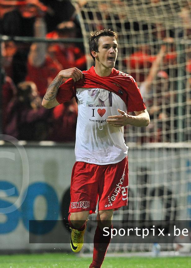KV Kortrijk - AA Gent : Benito Raman viert zijn doelpunt met een t-shirt met opschrift  ' I Love you my girl '<br /> foto VDB / Bart Vandenbroucke