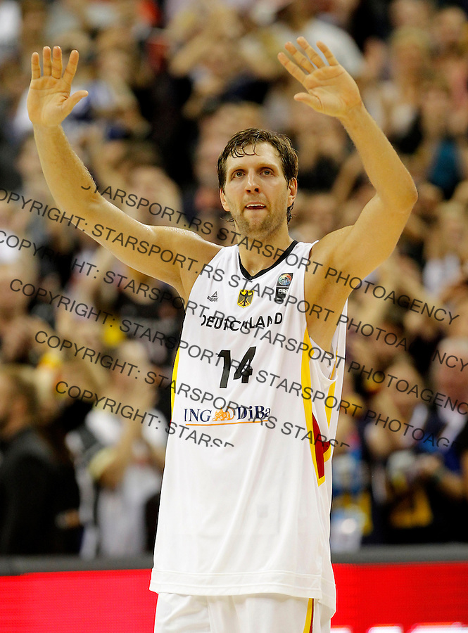 Germany's Dirk Nowitzki farewell after European championship group B basketball match between Germany and Spain on 10. September 2015 in Berlin, Germany  (credit image & photo: Pedja Milosavljevic / STARSPORT)