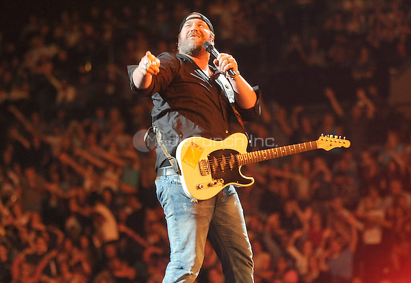 """New York, NY-September14:  Lee Brice performs on stage as part of the 2014 """"That's My Kind Of Night Tour"""" on September 14, 2014 at the Barclays Center in Brooklyn, New York. Credit: John Palmer/MediaPunch"""