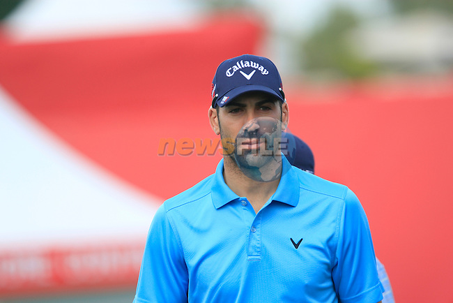 Alvaro Quiros walks onto the 1st tee to start his back 9 during Thusday Day 1 of the Abu Dhabi HSBC Golf Championship, 20th January 2011..(Picture Eoin Clarke/www.golffile.ie)
