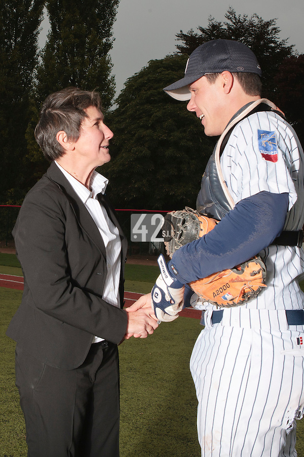 23 October 2010: Valerie Fourneyron is seen with Boris Marche as she throws the first pitch prior to Savigny 8-7 win (in 12 innings) over Rouen, during game 3 of the French championship finals, in Rouen, France.
