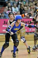 Action from the Roller Derby Grand Final - Comic Slams v Smash Malice at TSB Arena, Wellington, New Zealand on Saturday 2 November 2013.<br /> Photo by Masanori Udagawa.<br /> www.photowellington.photoshelter.com