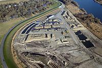 Kreetsand: EUROPA, DEUTSCHLAND, HAMBURG 31.12.2013:  Das IBA-Projekt Kreetsand, ein Pilotprojekt im Rahmen des Tideelbe-Konzeptes der Hamburg Port Authority (HPA), soll auf der Ostseite der Elbinsel Wilhelmsburg zusaetzlichen Flutraum für die Elbe schaffen. Das Tidevolumen wird durch diese strombauliche Massnahme vergroessert und der Tidehub reduziert. Gleichzeitig ergeben sich neue Moeglichkeiten für eine integrative Planung und Umsetzung verschiedenster Interessen und Belange aus Hochwasserschutz, Hafennutzung, Wasserwirtschaft, Naturschutz und Naherholung. Das Projekt Kreetsand wird vor diesem Hintergrund auch einen Teil des IBA-Projekts Deichpark-Elbinsel darstellen. Bei dem Projekt werden diese Aspekte für die gesamte Elbinsel analysiert und vorteilhafte Maßnahmen und Strategien fuer die Kombination der verschiedenen Anforderungen entwickelt.