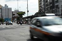 SÃO PAULO, SP, 13 DE JANEIRO DE 2012 - TRANSITO ÚLTIMO DIA RODÍZIO - Trânsito na rua da Consolação, no último dia de rodízio, na tarde desta sexta-feira,13. FOTO: ALEXANDRE MOREIRA - NEWS FREE.