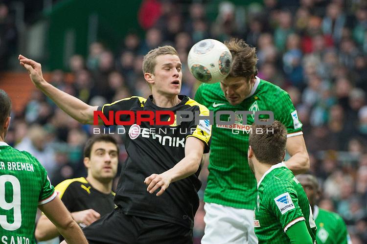 08.02.2014, Weser Stadion, Bremen, GER, 1.FBL, Werder Bremen vs Borussia Dortmund, im Bild<br /> kopfball Sven Bender (Dortmund #6)<br /> Sebastian Pr&ouml;dl / Proedl (Bremen #15)<br /> <br /> <br /> Foto &copy; nordphoto / Kokenge