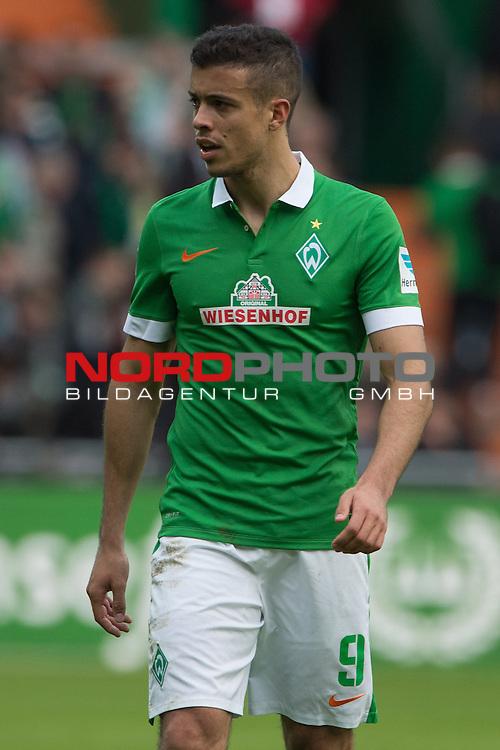 04.04.2015, Weser Stadion, Bremen, GER, 1.FBL. Werder Bremen vs 1. FSV Mainz 05, im Bild<br /> <br /> <br /> Franco Di Santo (Bremen #9)<br /> Einzelaktion, Halbk&ouml;rper / Halbk&ouml;rper, <br /> <br /> <br /> Foto &copy; nordphoto / Kokenge
