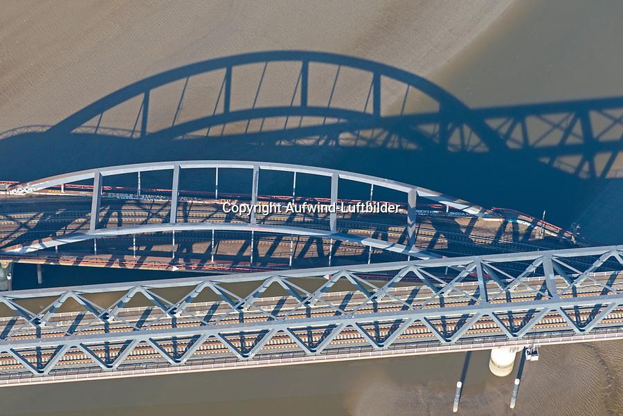Bahnbrücken am Billhafen: EUROPA, DEUTSCHLAND, HAMBURG, (EUROPE, GERMANY), 09.04.2017:Bahnbrücken am Billhafen