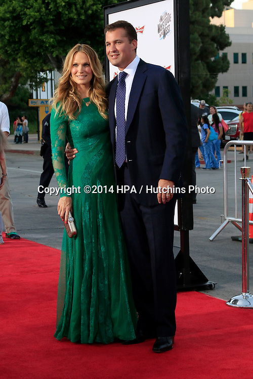 "LOS ANGELES - MAY 15:  Molly Sims, Scott Stuber at the ""A Million Ways To Die In The West"" World Premiere at Village Theater on May 15, 2014 in Westwood, CA"
