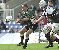 Sport - Rugby 27/04/2002 Parker Pen Shield - Semi-Final.London Irish vs Pontypridd - Kassam Stadium - Oxford.Exiles Brendan Venter moves the ball along the line...[Mandatory Credit, Peter Spurier/ Intersport Images].