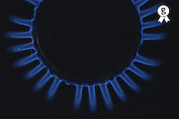 Lit blue gas ring, close-up (Licence this image exclusively with Getty: http://www.gettyimages.com/detail/200337532-001 )