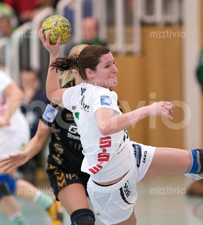 Handball Frauen 2.Bundesliga, FrischAuf Goeppingen - HSG Bensheim-Auerbach, Femke Verboven (FAG) im Wurf, zieht ab