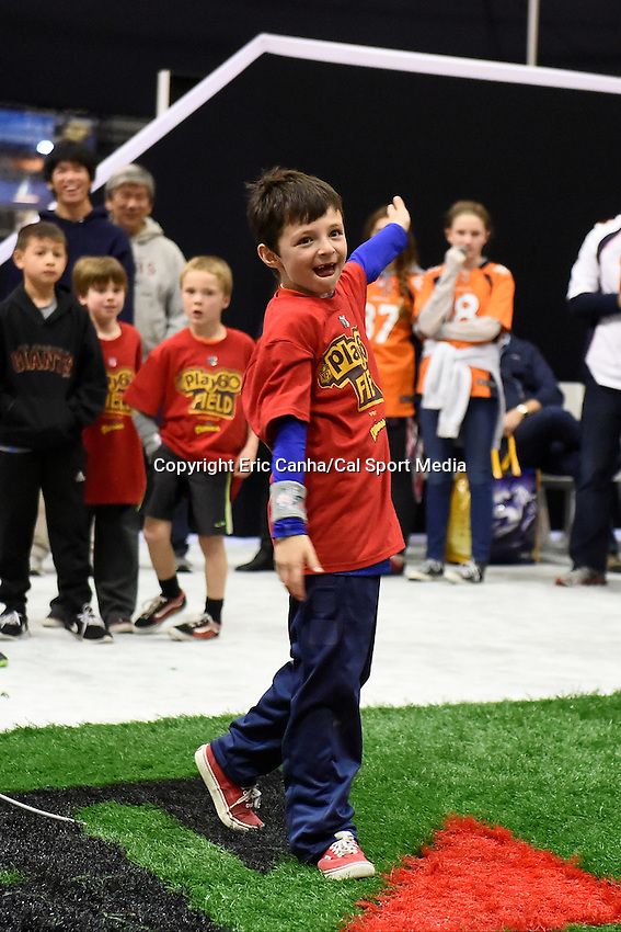 Thursday, February 4, 2016: Fans enjoy the sights and attractions at the Super Bowl 50, NFL Experience, in San Francisco, California. Eric Canha/CSM