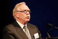 Robert Parizeau   ,president du conseil d'administration de Gaz Metro<br /> Assemblee Annuelle GAZ Metro annual meeting<br /> Montreal, feb 2 , 2006