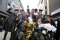 """Un char """"SS-VA"""" au carnaval d'Alost baptisé """"char de la déportation des francophones"""" - Belgique"""