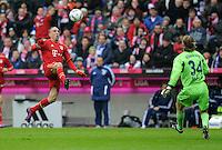 FUSSBALL   1. BUNDESLIGA  SAISON 2011/2012   23. Spieltag  26.02.2012 FC Bayern Muenchen - FC Schalke 04        Franck Ribery (li, FC Bayern Muenchen) auf dem Weg zum Tor zum 1-0 gegen Torwart Tino Hildebarnd (FC Schalke 04)