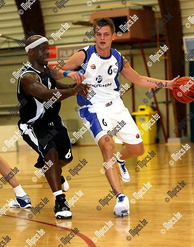 2008-09-14 / Basketbal / Pitzemburg - Bree / Van Breedam (r) met Kevin Reed van Bree..Foto: Maarten Straetemans (SMB)