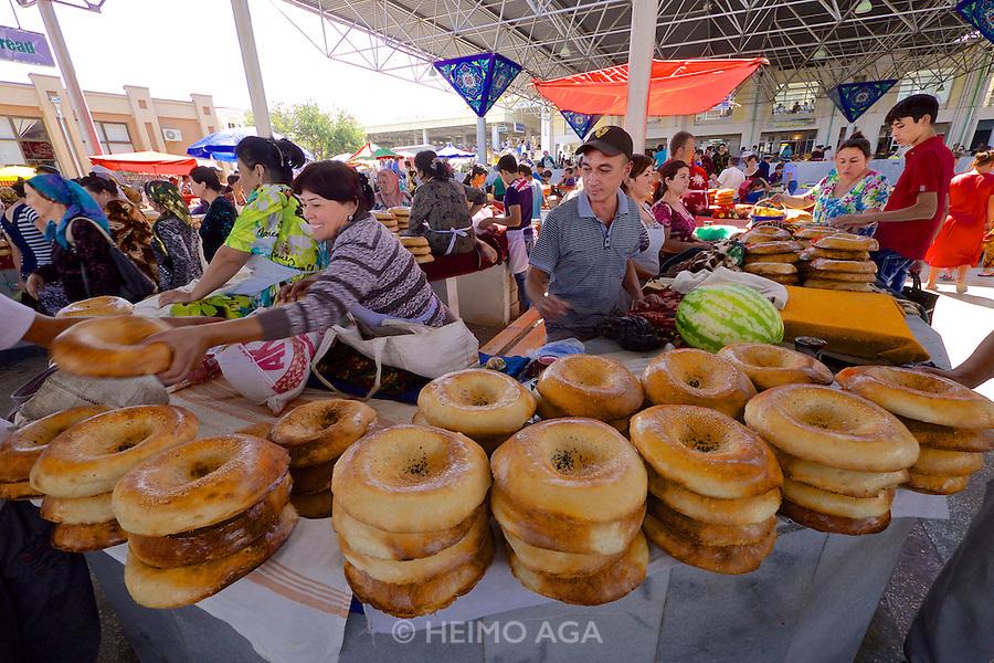 Uzbekistan, Samarqand.<br /> Siob Bazaar.<br /> Traditional bread.