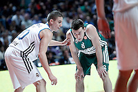 Real Madrid's Jaycee Carroll (l) and Zalgiris Kaunas' Adas Juskevicius during Euroleague 2012/2013 match.January 11,2013. (ALTERPHOTOS/Acero) NortePHOTO