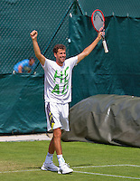 England, London, June 29, 2015, Tennis, Wimbledon, practisecourts, Robin Haase (NED) cellebrates his practice win<br /> Photo: Tennisimages/Henk Koster