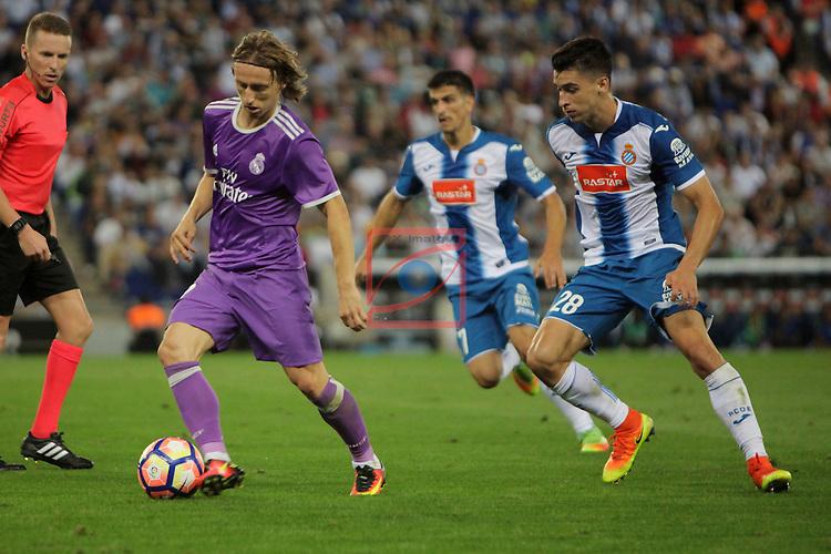 League Santander 2016/2017. Game: 4.<br /> RCD Espanyol vs R. Madrid: 0-2.<br /> Luka Modric vs Marc Roca.