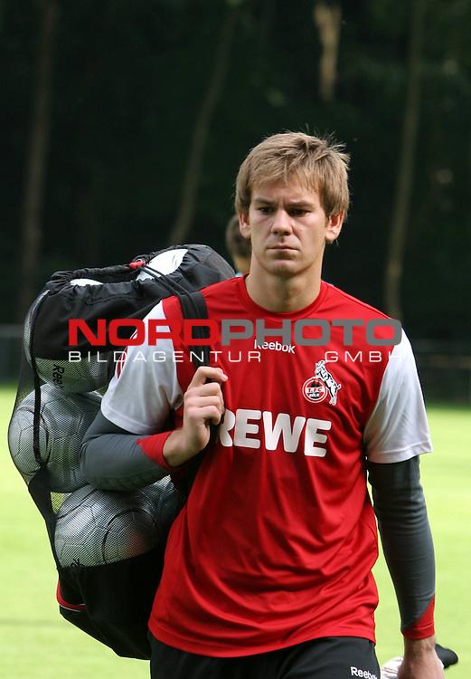 1.Bundesliga 2008/2009  Training 27.06.2008<br /> Geissbockheim, Koeln<br /> <br /> Trainingsauftakt beim &ouml;ffentlichen Training am K&ouml;lner Geissbockheim. Ersatztorwart Thomas Kesseler nachdenklich mit dem Ballsack nach dem Training.<br /> <br /> <br /> Foto &copy; nph (nordphoto)<br /> <br /> *** Local Caption ***