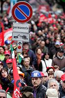 Manifestazione a Roma, 12 marzo 2010, in occasione dello sciopero generale di quattro ore indetto dalla Cgil..Italian main union CGIL demonstrate in Rome, 12 march 2010, in occasion of a four-hours general strike. .UPDATE IMAGES PRESS/Riccardo De Luca