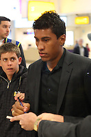 FRANCA, LONDRES, 04 DE FEVEREIRO DE 2013 - DESEMBARQUE SELECAO BRASILEIRA - Paulinho da Selecao Brasileira desembraca no aeroporto de Heatrow em Londres, nesta segunda-feira,(4), para Amistoso Internacional contra Inglaterra. FOTO: GUILHERME ALMEIDA / BRAZIL PHOTO PRESS