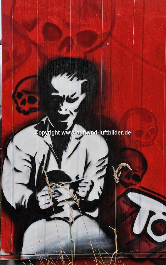 Gewalt Grafitti: EUROPA, DEUTSCHLAND, HAMBURG, FINKENWERDER, (EUROPE, GERMANY), 02.12.2009: Grafitti, Schmiererei, Kunst, Agression, autonom, Autonome, Jugend, Strassenkunst, Gewalt, Mord, Verletzung, Kampf, Brutal, Anarchie, Jugendgewalt, Symbol, Scene, Botschaft, Society, gewaltbereit, Gewaltaufruf, Tot, Totenkopf, rot, Fratze, Energie, Kraft, .c o p y r i g h t : A U F W I N D - L U F T B I L D E R . de.G e r t r u d - B a e u m e r - S t i e g 1 0 2, .2 1 0 3 5 H a m b u r g , G e r m a n y.P h o n e + 4 9 (0) 1 7 1 - 6 8 6 6 0 6 9 .E m a i l H w e i 1 @ a o l . c o m.w w w . a u f w i n d - l u f t b i l d e r . d e.K o n t o : P o s t b a n k H a m b u r g .B l z : 2 0 0 1 0 0 2 0 .K o n t o : 5 8 3 6 5 7 2 0 9 V e r o e f f e n t l i c h u n g  n u r  m i t  H o n o r a r  n a c h M F M, N a m e n s n e n n u n g  u n d B e l e g e x e m p l a r !.