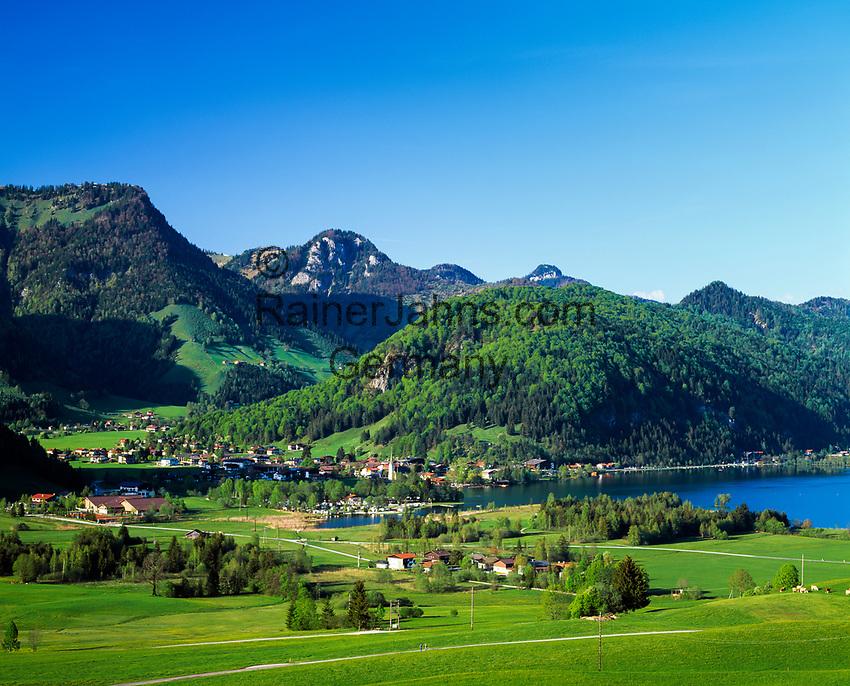Austria, Tyrol, Kaiserwinkl, Walchsee am Zahmen Kaiser: holiday resort at Lake Walchsee beneath Zahmer Kaiser mountain   Oesterreich, Tirol, Kaiserwinkl, Walchsee am Zahmen Kaiser: Ort und gleichnamiger See unterhalb vom Zahmen Kaiser