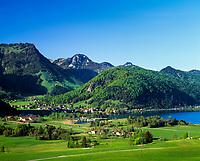 Austria, Tyrol, Kaiserwinkl, Walchsee am Zahmen Kaiser: holiday resort at Lake Walchsee beneath Zahmer Kaiser mountain | Oesterreich, Tirol, Kaiserwinkl, Walchsee am Zahmen Kaiser: Ort und gleichnamiger See unterhalb vom Zahmen Kaiser