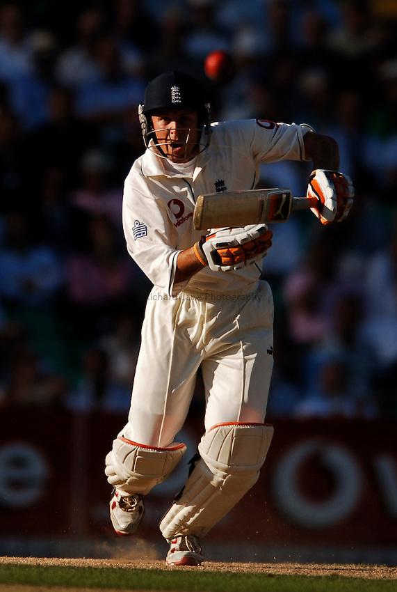 Photo: Glyn Thomas..England v Australia. nPower Test Series. The Ashes 2005..08/09/2005..England's Geraint Jones hits out.