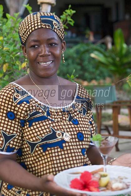 Afrique/Afrique de l'Est/Tanzanie/Zanzibar/Ile Unguja/ Stone Town: Serveuse du Restaurant Mitoni Marine