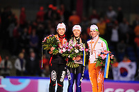 SCHAATSEN: HEERENVEEN: Thialf, Essent ISU World Single Distances Championships, 25-03-2012, Podium 500m Ladies, Jing Yu (CHN), Sang-Hwa Lee (KOR), Thijsje Oenema (NED), ©foto Martin de Jong