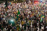 SÃO PAULO,SP, 16.03.2016 - PROTESTO-SP - Manifestantes realizam um protesto na Avenida Paulista, em São Paulo, na noite desta quarta-feira (16), depois da nomeação do ex-presidente Luiz Inácio Lula da Silva como Ministro Chefe da Casa Civil, no governo de Dilma Rousseff. O grupo pede também pelo impeachment da presidente. (Foto: Gabriel Soares/Brazil Photo Press)