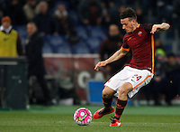 Calcio, Serie A: Roma vs Fiorentina. Roma, stadio Olimpico, 4 marzo 2016.<br /> Roma&rsquo;s Alessandro Florenzi kicks the ball during the Italian Serie A football match between Roma and Fiorentina at Rome's Olympic stadium, 4 March 2016.<br /> UPDATE IMAGES PRESS/Riccardo De Luca