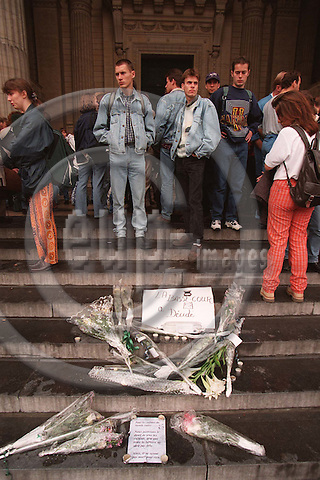 BRUSSELS - BELGIUM - 15 OCTOBER 1996--Students in demonstration at the Brussels Palais de Justice to demonstrate their anger towards the justice and police in Belgium because of the way they are handling the Dutroux-gang case. --PHOTO: EUP-IMAGES..
