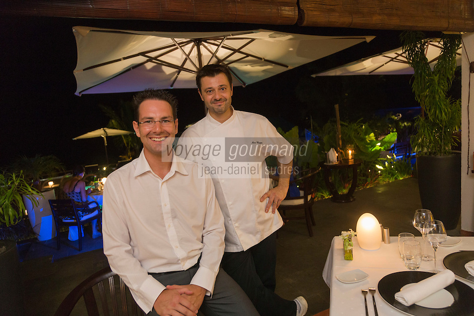 France, île de la Réunion, Saint-Leu, restaurant: Blue Margouillat, Frédéric Kuhry en salle et le chef Marc Chappot  // France, Reunion island (French overseas department), Saint Leu, restaurant: Blue Margouillat, Frédéric Kuhry , head waiter and  chief  Marc Chappot