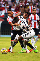 BARRANQUILLA- COLOMBIA -23 -04-2016: Jarlan Barrera (Izq.) jugador de Atletico Junior disputa el balón con Misael Riascos (Der.) jugador de Boyaca Chico FC durante partido entre Atletico Junior y Boyaca Chico FC, de la fecha 14 de la Liga Aguila I-2016, jugado en el estadio Metropolitano Roberto Melendez de la ciudad de Barranquilla. / Jarlan Barrera (L) player of Atletico Junior vies for the ball with Misael Riascos (R) player of Boyaca Chico FC, during a match between Atletico Junior and Boyaca Chico FC, for date 14 of the Liga Aguila I-2016 at the Metropolitano Roberto Melendez Stadium in Barranquilla city, Photo: VizzorImage  / Alfonso Cervantes / Cont.