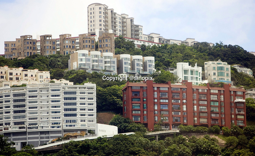 Luxury houses on Severn Road at the Peak, Hong Kong.<br /> 30 Jul 2009