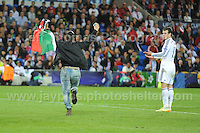 Cardiff City Stadium, Cardiff, South Wales - Tuesday 12th Aug 2014 - UEFA Super Cup Final - Real Madrid v Sevilla - <br /> <br /> Real Madrid&rsquo;s Gareth Bale looks on in amazement as a supporter runs onto the field and stops play. <br /> <br /> <br /> <br /> <br /> Photo by Jeff Thomas/Jeff Thomas Photography