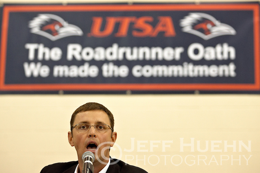 SAN ANTONIO, TX - SEPTEMBER 3, 2008: The University of Texas at San Antonio Roadrunner athletes take the Roadrunner Oath to begin the 2008-09 season at the UTSA Rec Center. (Photo by Jeff Huehn)