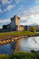 Ireland, County Kerry, near Killarney, Killarney National Park: Ross Castle on Lough Leane | Irland, County Kerry, bei Killarney, Killarney National Park: Ross Castle am Lough Leane
