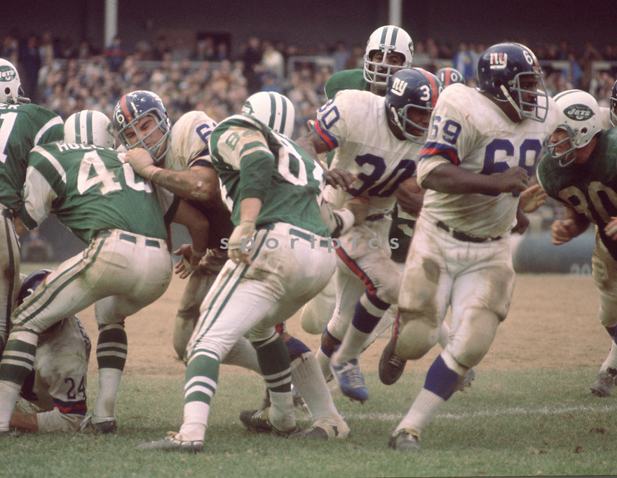 New York Giants Willie Young (69) during a game against the New York Jets on November 1, 1970 at Shea Stadium in Flushing, New York. New York Giants beat the New York Jets  22-10. Willie Young played for 10 years all with the New York Giants.(SportPics)