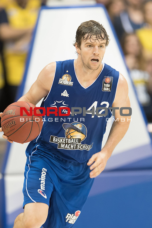 07.10.2015, EWE Arena, Oldenburg, GER, Beko BBL, EWE Baskets Oldenburg vs FRAPORT SKYLINERS , im Bild<br /> Aaron Doornekamp (Fraport Skyliners Frankfurt #42)<br /> <br /> Einzelaktion, Halbk&ouml;rper / Halbkoerper<br /> <br /> <br /> Foto &copy; nordphoto / Kokenge