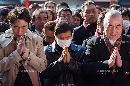 January 5, 2015, Tokyo, Japan - Businessmen pray for success at Kanda Myojin Shrine in Tokyo on Monday, January 5, 2015, the customary first business day of the new 2015 year. (Photo by AFLO)