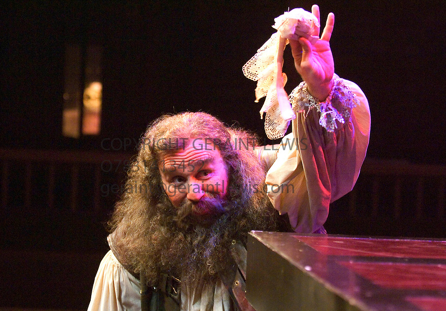 Henry IV Parts I and II by William Shakespeare. Performed by The Chicago Shakespeare Theater at the Swan Theatre ,Stratford Upopn Avon. With Greg Vinkler as Sir John Falstaff . Opens on 11/7/06. CREDIT Geraint Lewis