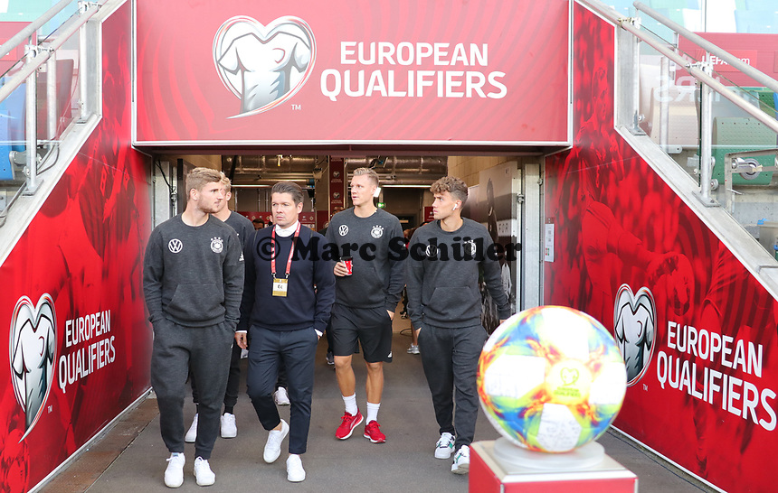 Timo Werner (Deutschland Germany), Torwart Bernd Leno (Deutschland Germany), Luca Waldschmidt (Deutschland Germany) betreten den Windsor Park - 09.09.2019: Nordirland vs. Deutschland, Windsor Park Belfast, EM-Qualifikation DISCLAIMER: DFB regulations prohibit any use of photographs as image sequences and/or quasi-video.