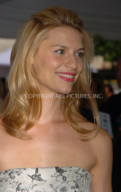 """WWW.ACEPIXS.COM ** ** ** ....June 11 2007, New York City....Clare Danes arriving at the Focus Features premiere of """"Evening"""" hosted by Donna Karan and The Cinema Society at the Chelsea Clearview West Cinema.....Please byline: AJ SOKALNER -- ACEPIXS.COM.... *** ***  ..Ace Pictures, Inc:  ..Tel: (646) 769 0430..e-mail: info@acepixs.com..web: http://www.acepixs.com"""